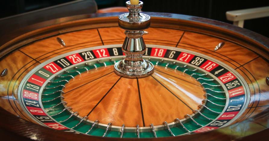 Играйте и выигрывайте в живую рулетку: почему она вам понравится